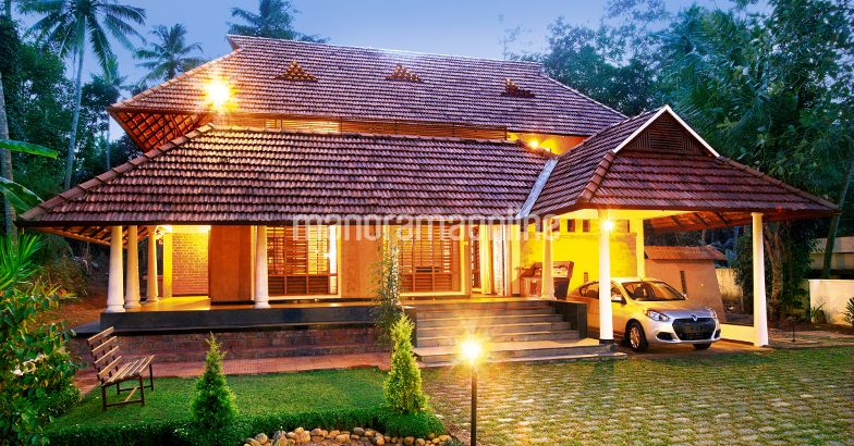 Kerala traditional home design home pictures for Kerala traditional home plans