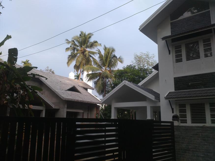 1900 Square Feet 3 BHK Home Design In 5 Cent Plot Area (1)