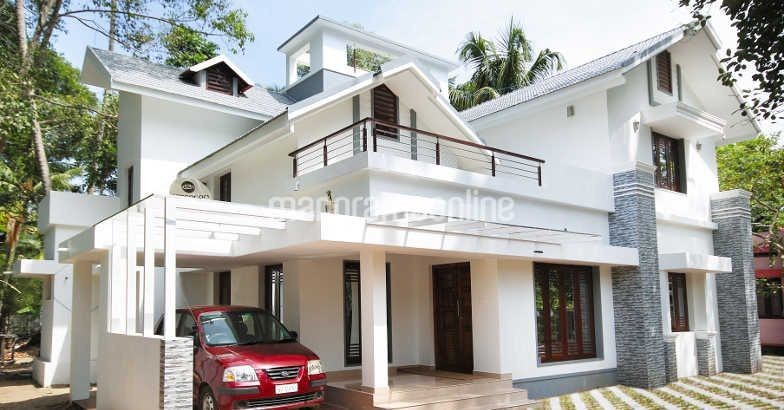 Beautiful 2500 sq ft home design in kerala