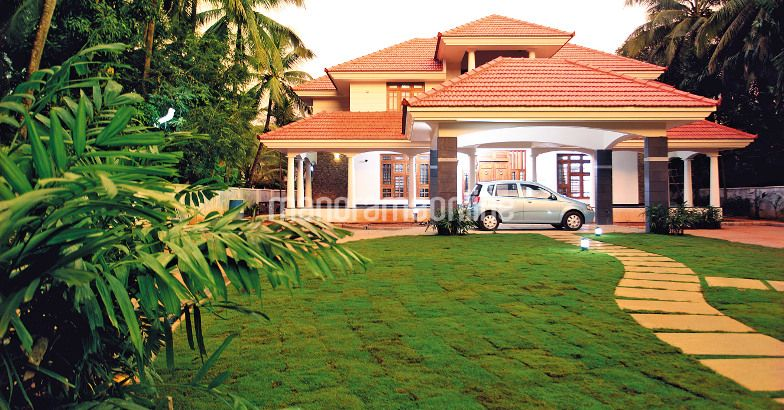 Photo of 5200 Square Feet Big Home Design At Malappuram