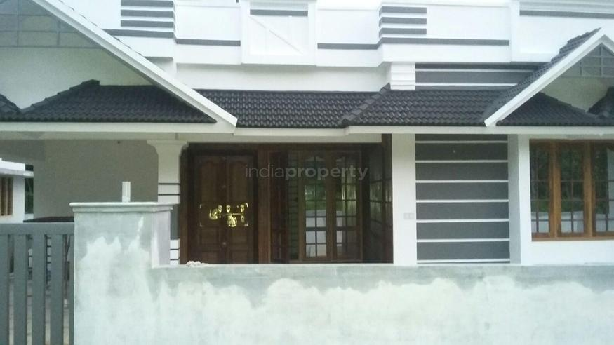 Photo of 1350 Square Feet 3BHK House Design