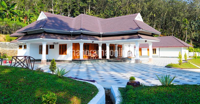 Single Floor Five Bedrooms Two Car Porch And Varandha Home Design At Kanjirappally