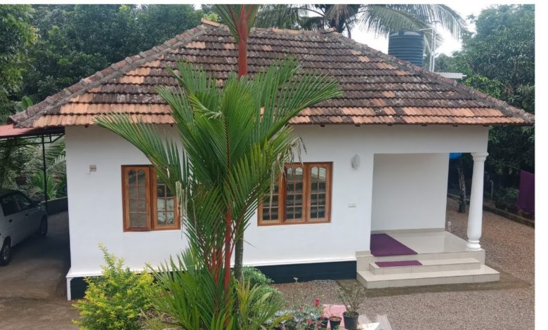1200 Square Feet 3 Bedroom Kerala Traditional Style House in 14 Cent Land